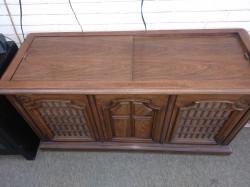 Magnovox Console AM FM Radio Phonograph